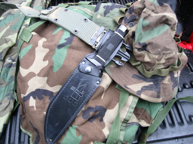 "SOG Creed worn on belt (Photo:""mistwalker"" - bladeforums)"
