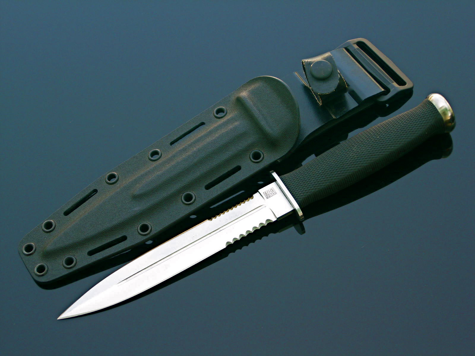 "SOG Desert Dagger (Photo: ""Arthur Margain"")"