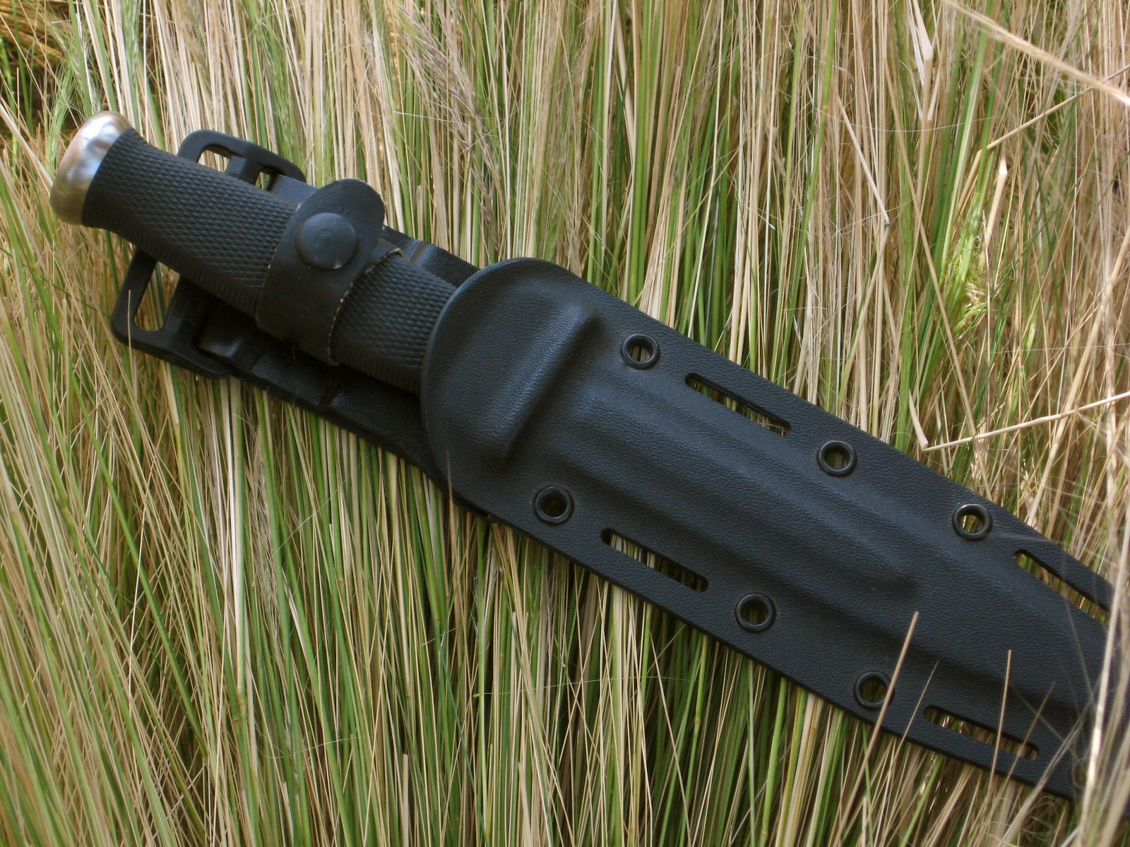 "SOG Desert Dagger in sheath wallpaper picture (Photo: ""Arthur Margain"")"