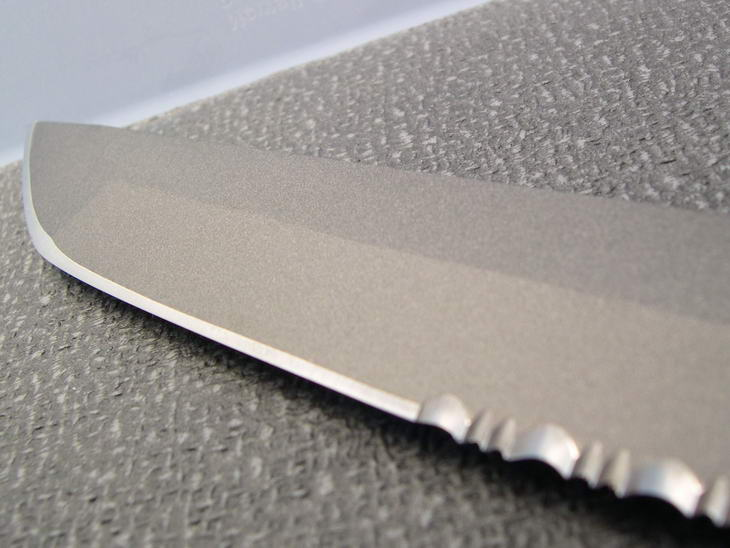 "Sharpened edge of the SOG Mini Tsunami view. (Photo: ""Ron Anderson"" - bladeforums)"