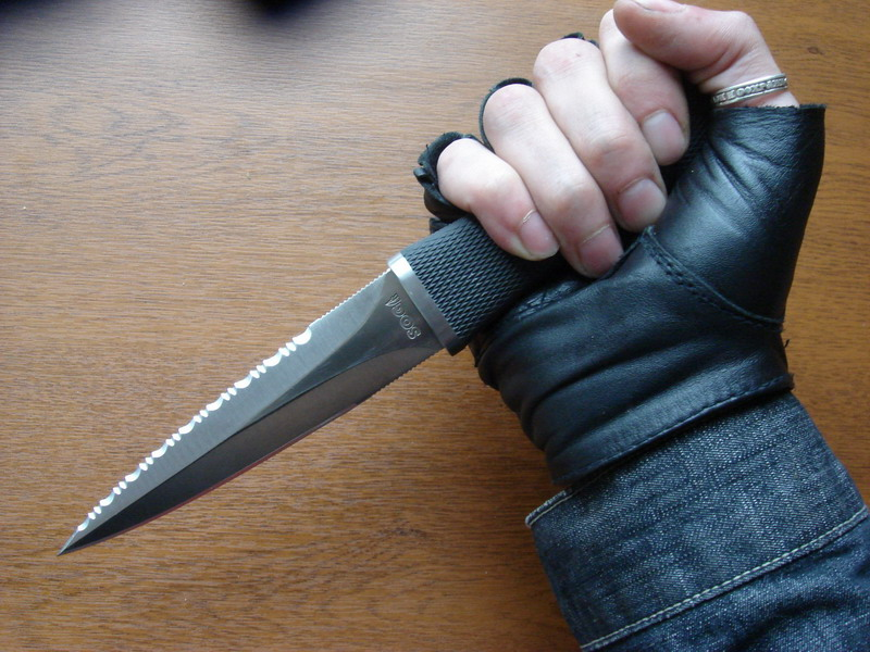 "Reverse grip of the SOG Pentagon...  Dagger (Photo:""SkaaRj"" - guns.ru)"